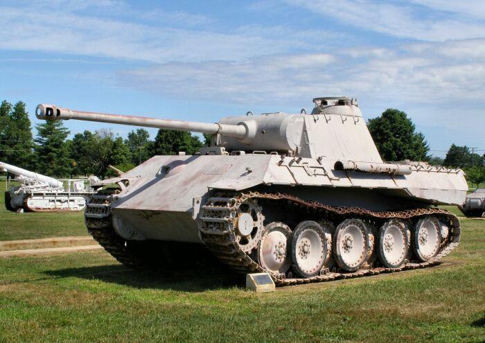 Появился гранатомет только на танках 1944 года. /Фото: ww2live.com.