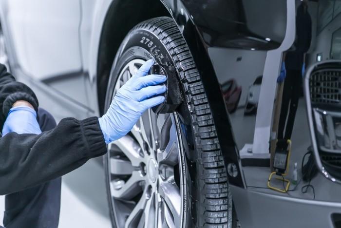 Чернят колеса для лучшего внешнего вида. /Фото: somanyhorses.ru.