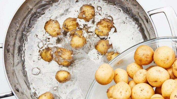 Картофельная вода очень полезна. /Фото: domstrousam.ru.