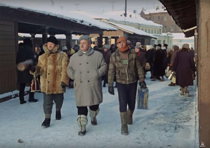 В центре горе-троицы идет Бывалый в бурках. /Фото: yablor.ru.