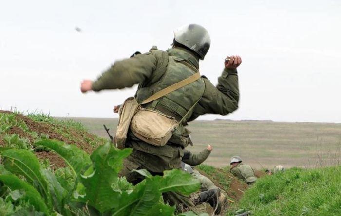 Взрывается еще в воздухе. /Фото: yandex.ru.