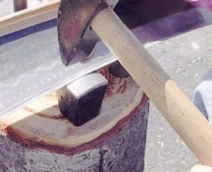 Инструмент для работы с косой. /Фото: lajfhak.ru-land.com.