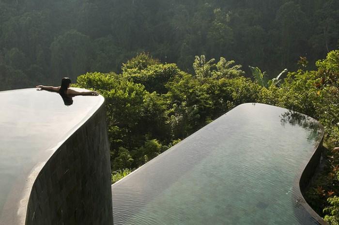 Подчеркивающий ландшафт Ubud Hanging Gardens.