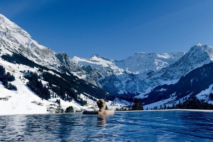 Спокойный и холодный бассейн The Cambrian Hotel.