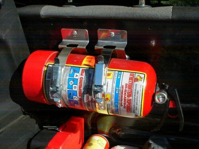 Огнетушитель должен быть в каждой машине. /Фото: express-china.ru.