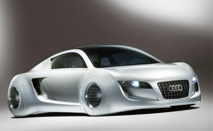Немецкая Audi RSQ была создана для фильма.