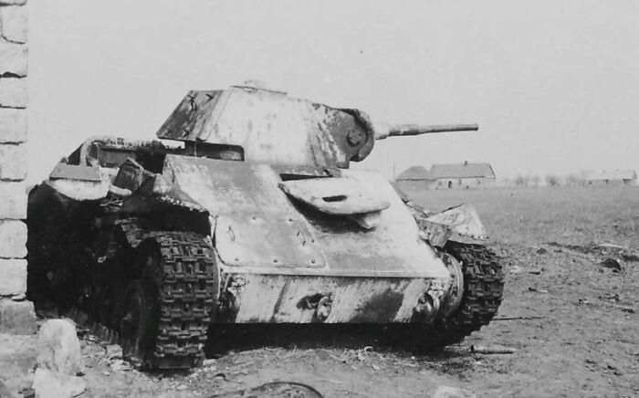 Из-за неграмотного применения у Т-70 нередко были большие потери. /Фото: dogswar.ru.