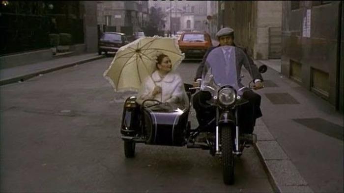 Адриано во многих фильмах был на мотоциклах.