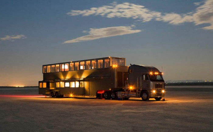 Настоящий особняк на колесах - Anderson Mobile Estates.