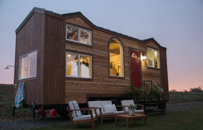Деревянный дом на колесах, который лучше большинства дач.