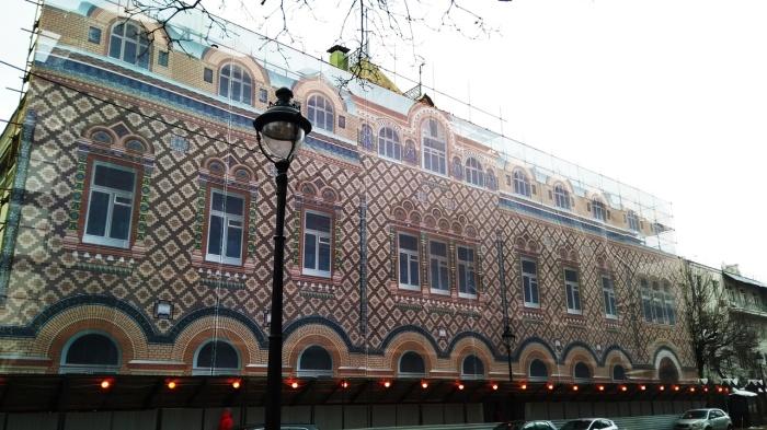 Фасады бывают временными. /Фото: tablichki-m.ru.