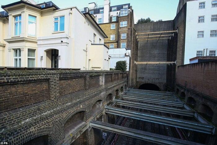 Вот, что за фасадом. /Фото: dailymail.co.uk.