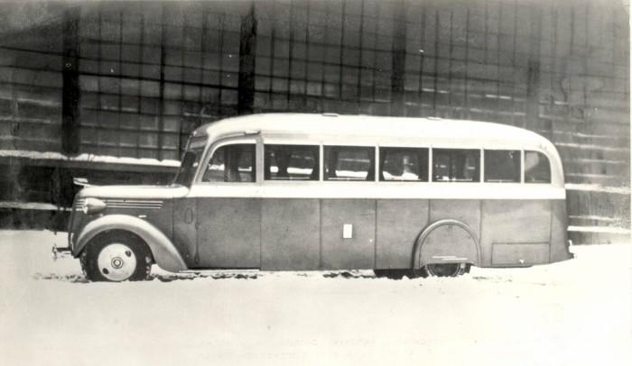Советский автобус ЗИС-16.