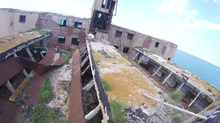 После пожара место забросили окончательно. /Фото: youtube.com.