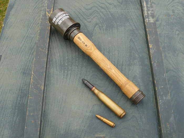 А еще трубка для запала. /Фото: replica-weapons.com.