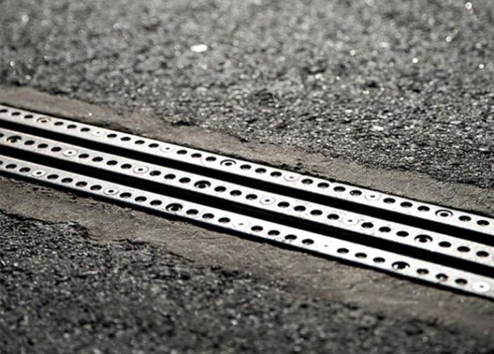 Дорога для зарядки электрокаров.