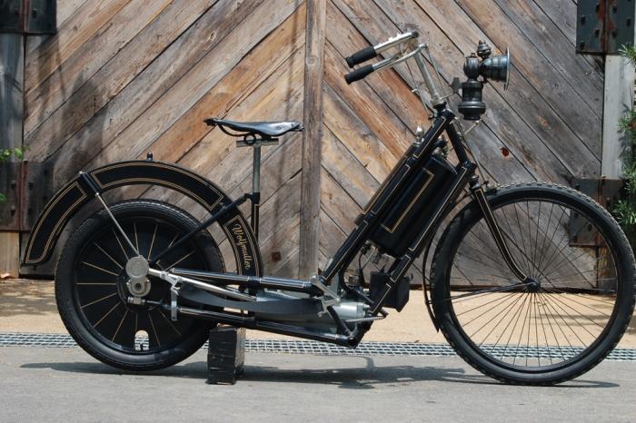 Мотоцикл  Hildebrand & Wolfmüller - важная часть нашей истории.