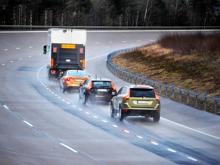 Лучше всего тормозить двигателем, если позволяет ситуация. /Фото: drivenn.ru.