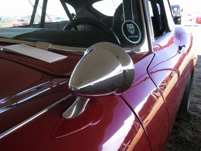 Почему у автомобилей из Японии зеркала заднего вида ближе к фарам, чем к дверям