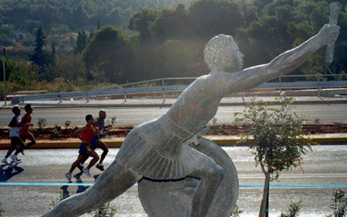 Почему античный гонец скончался после длительного бега, если марафон преодолевают многие спортсмены