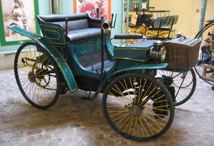 Первый серийный автомобиль компании Peugeot.