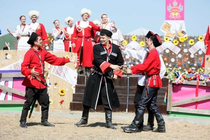 Сегодня без фланкировки не обходится ни один фестиваль. /Фото: krasnodar.ru.