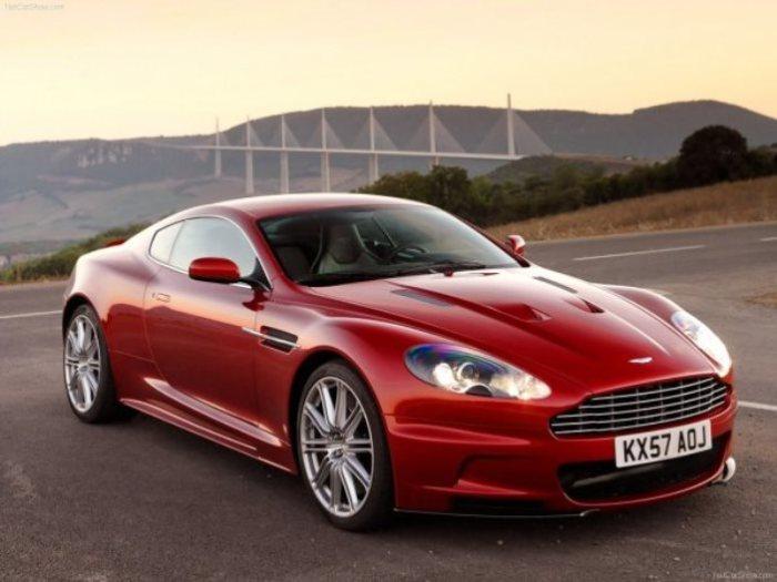 Джермейн Пеннант берет роскошный Aston Martin DBS.