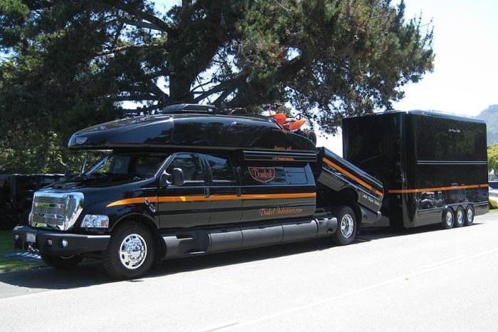 Ford F-750 World Cruiser - мини-отель на колёсах.