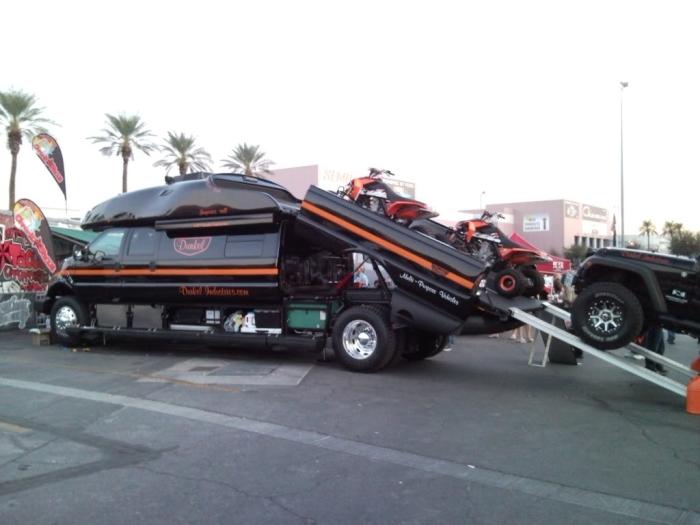 Ford F-750 World Cruiser - автомобиль, в который помещается всё, что нужно и немного больше.