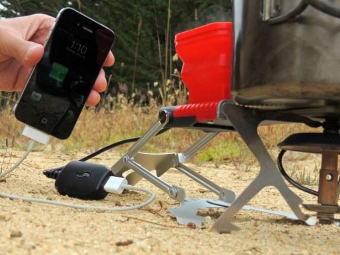 FlameStower зарядит смартфон.