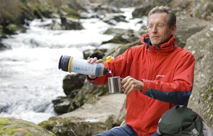 Бутылка LIFESAVER Systems 4000 Ultra Filtration Water Bottle очистит воду в любом месте.