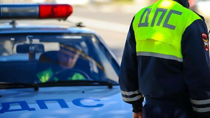 Полицейские должны назвать причину остановки. /Фото: bezformata.com.
