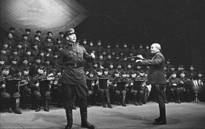 Без культурной части в армии даже в армии нельзя. /Фото: aeslib.ru.