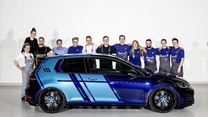 Гибридный VW Golf GTI И команда его разработчиков.