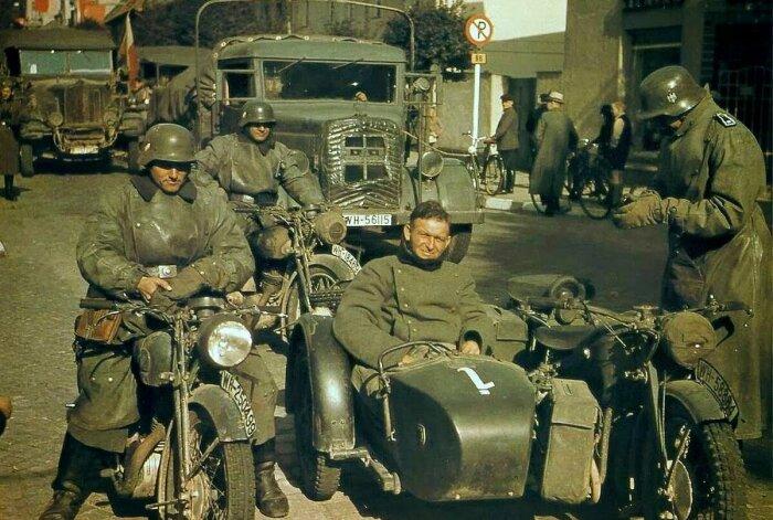 Мотоциклы были очень нужны. /Фото: smolbattle.ru.