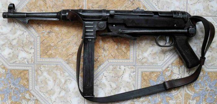 Предохранитель с задней части был крайне неудобным. /Фото: guns.allzip.org.