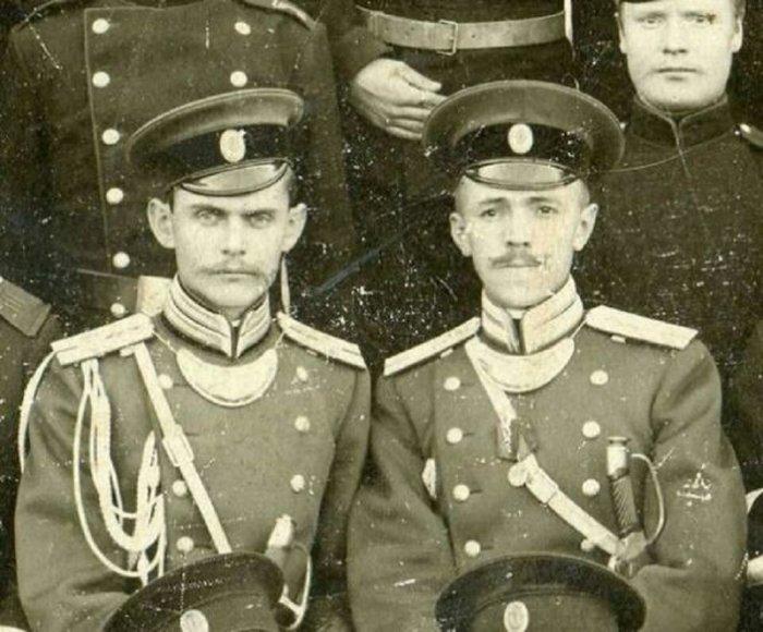 На самом деле горжет носили не только немцы. Вот, например, офицеры царской армии России. /Фото: mtdata.ru.
