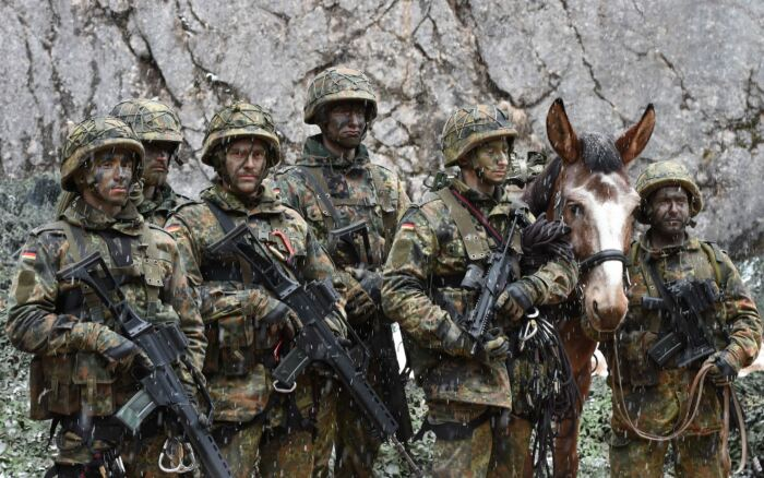 В Германии, как и в любых других странах с горным театром военных действий, есть свои егеря, причем до сих пор. /Фото: sputnik-georgia.ru.