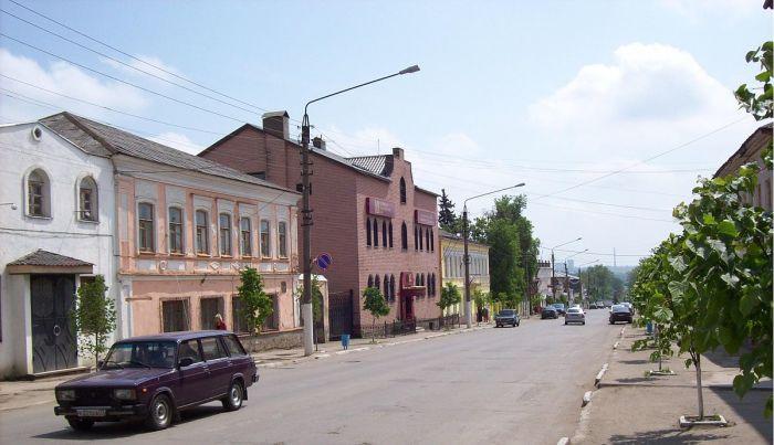 Меньше 3 тысяч живет в городе.