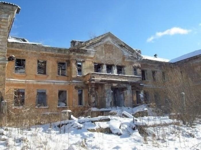 Остались только руины.