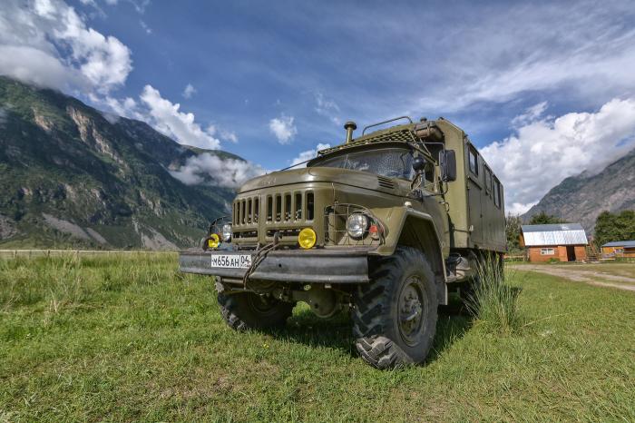 Почему у ЗиЛ-131 было гнутое панорамное остекление кабины в отличии от других моделей грузовиков