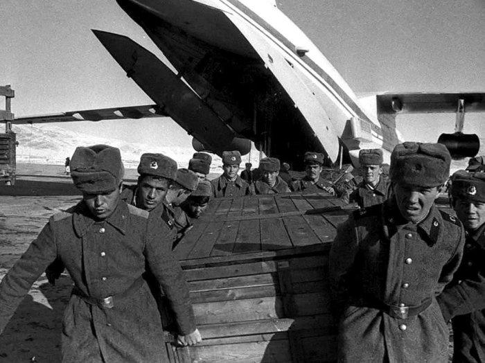 Под цифрой 200 на перевозят убитых солдат. /Фото: yandex.by.
