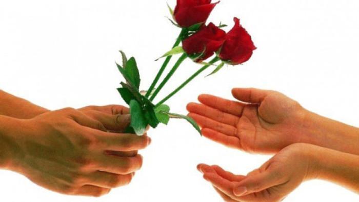 Не дари цветы.