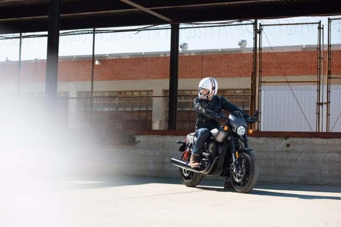 Harley-Davidson Street Rod - уже на дорогах.