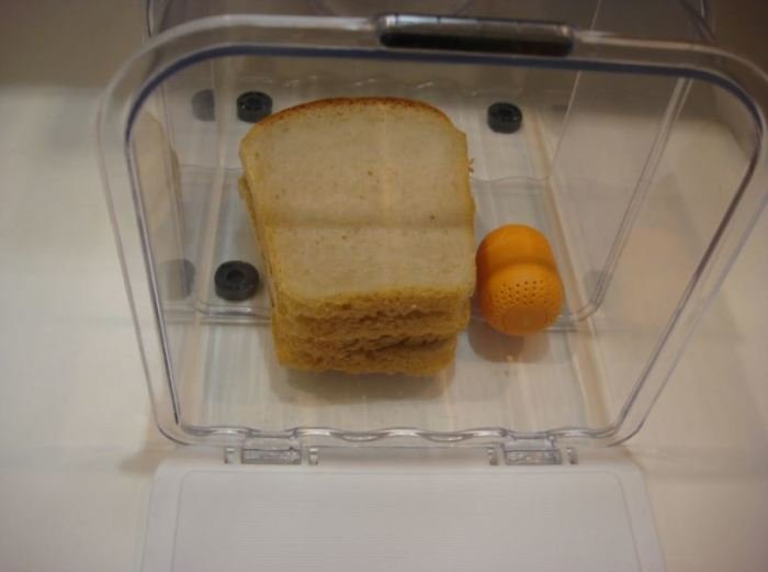 Кладем в хлебницу. /Фото: ya.ru.
