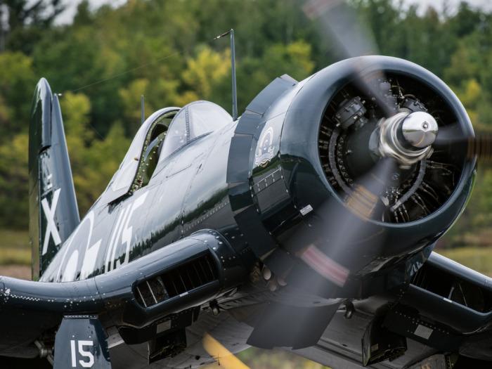 Самолет с очень мощным двигателем. /Фото: w-dog.ru.
