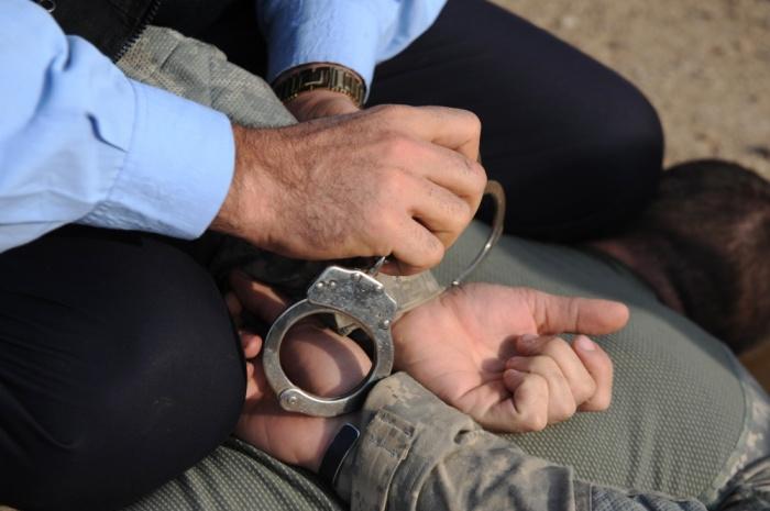 Когда руки две - все легко. /Фото: dvidshub.net.