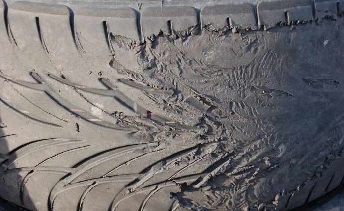 Пилообразный износ покрышек - свидетельство больших проблем. /Фото: gtclub-kamchatka.ru.