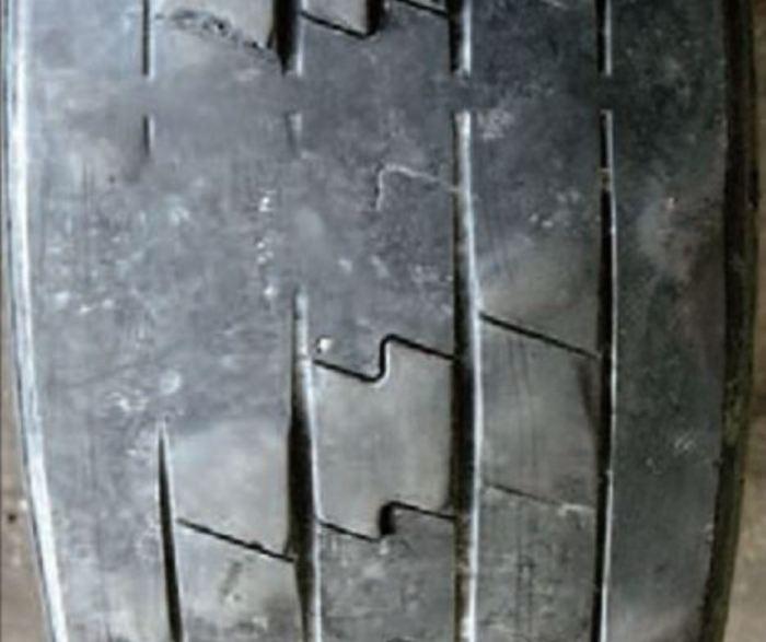 Диагональная проплешина указывает на проблемы с развал-схождением. /Фото: pokryshkin.pro.