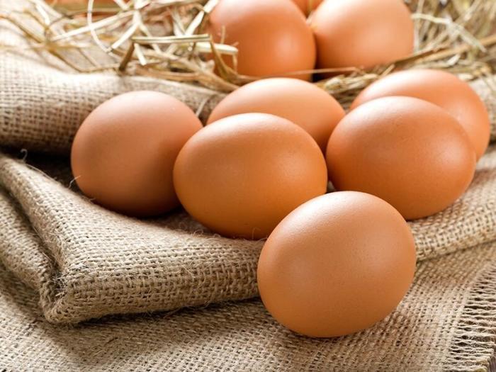 Как сварить яйцо желтком наружу: нехитрый трюк